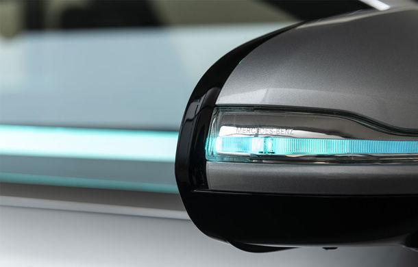 """Cum vom recunoaște o mașină autonomă în trafic? Mercedes-Benz a dezvoltat lumini turcoaz pentru """"comunicarea"""" cu pietonii și bicicliștii - Poza 5"""