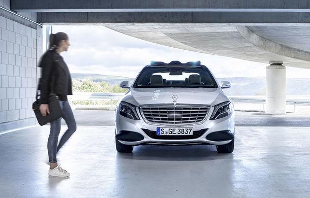 """Cum vom recunoaște o mașină autonomă în trafic? Mercedes-Benz a dezvoltat lumini turcoaz pentru """"comunicarea"""" cu pietonii și bicicliștii - Poza 1"""