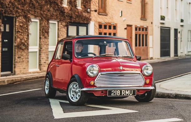 Tehnologii moderne împachetate în forme clasice: o companiei britanică a prezentat Swind E Classic Mini, un vehicul electric disponibil în doar 100 de unități - Poza 2