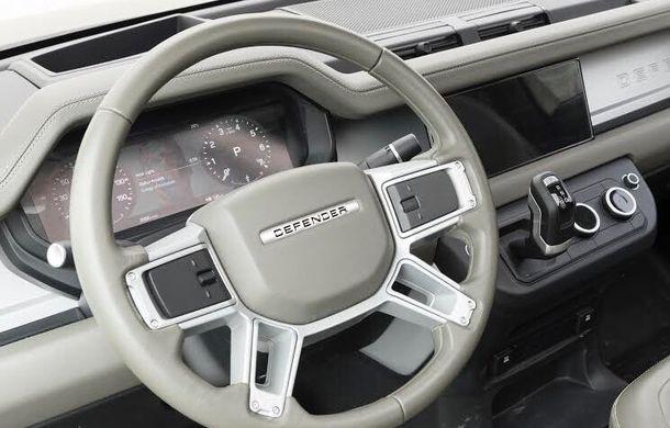 """Noua generație Land Rover Defender: prima imagine cu interiorul, """"scăpată"""" pe internet - Poza 2"""