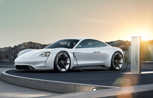 Sportiva electrică Porsche Taycan a ajuns deja la 20.000 de precomenzi. Versiunea de serie va fi prezentată în septembrie - Poza 1