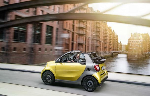 Smart Fortwo Cabrio: decapotabila vine cu un acoperiș din pânză, disponibil în trei culori - Poza 2