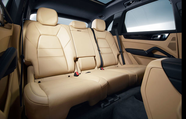 Noua generație Porsche Cayenne a ieșit la lumină: doar motoare pe benzină și interiorul lui Panamera - Poza 2