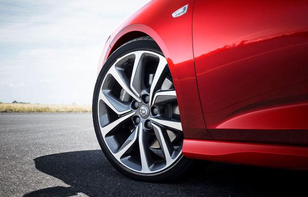 Opel lansează Insignia GSi Sports Tourer: break-ul german vine cu motoare de top și spațiu generos pentru toți pasagerii - Poza 2