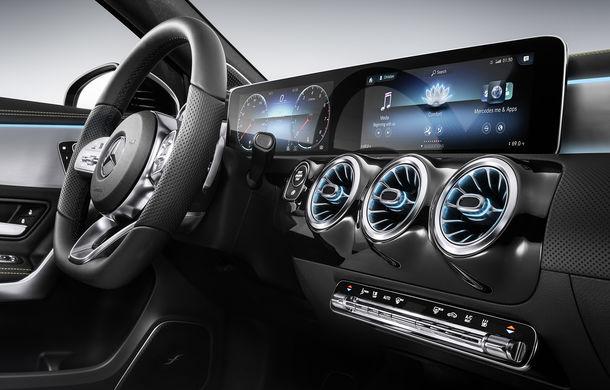 """Imagini cu viitorul Mercedes-Benz Clasa A """"îmbrăcat"""" în camuflaj: nemții l-au adus în Los Angeles și oferă informații despre noul sistem de infotainment - Poza 2"""