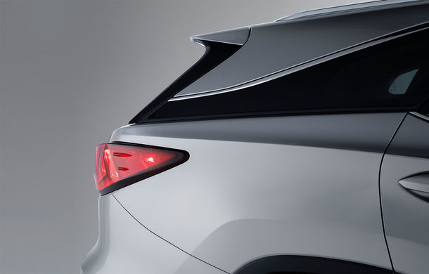 Monovolexus: SUV-ul Lexus RX oferă de acum și o versiune cu 7 locuri - Poza 2