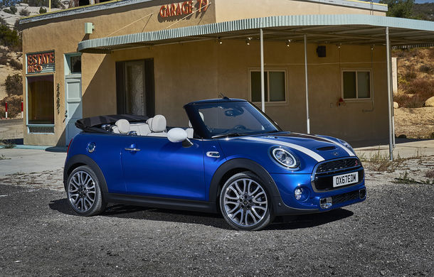 Mini Hatch și Mini Cabrio primesc modificări estetice minore și tehnologii noi: ecran tactil, cutie automată cu dublu ambreiaj și încărcare wireless pentru smartphone - Poza 2