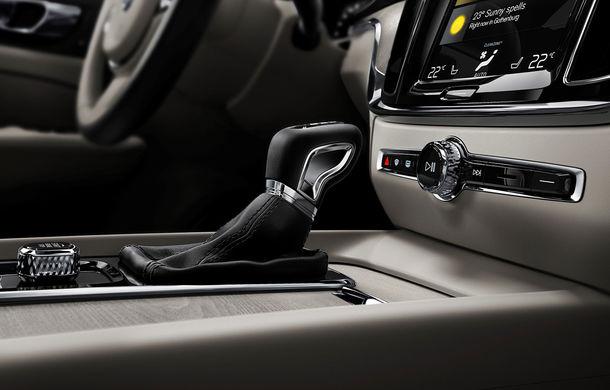 Noua generație Volvo S60: rivalul lui BMW Seria 3 și Audi A4 renunță la diesel, dar vine cu două versiuni plug-in hybrid de până la 415 CP - Poza 2