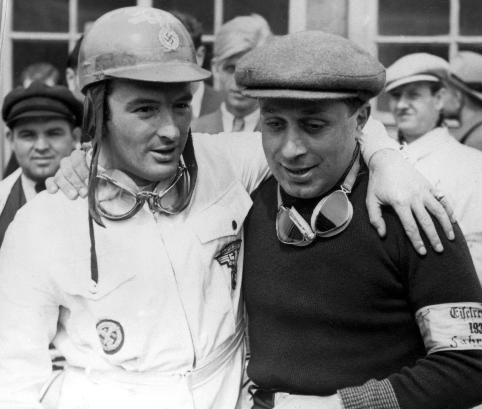 Petre Cristea (dreapta) înaintea cursei International Eifelrennen de la Nurburgring din 1939.