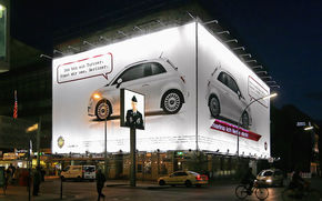 Fiat 500 inlocuieste Zidul Berlinului
