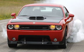 Dodge Challenger SRT10: V10 600 CP, 758 Nm