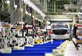 Toyota vrea sa reduca salariile angajatilor