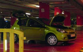Renault Clio facelift, spionat intr-o parcare