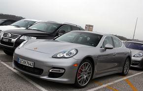Porsche a parcat doua Panamera la Geneva