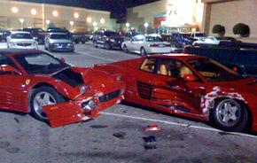 Accident stupid in parcare cu doua Ferrari-uri