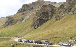 Pasionatii ARO au trecut in caravana peste cea mai inalta sosea din Romania
