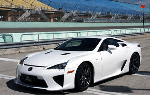 VIDEO: Britanicii de la EVO testeaza Lexus LFA