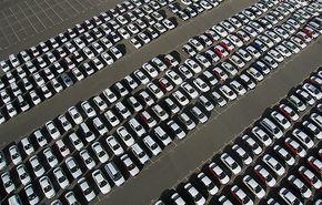 Aprilie aduce o scădere a pieţei auto europene, prima după 10 luni