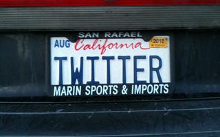 STUDIU: Unul din cinci şoferi foloseşte Twitter sau Facebook la volan