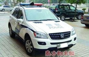 """China: Poliţia """"camuflează"""" un Mercedes ML cu sigla Honda"""