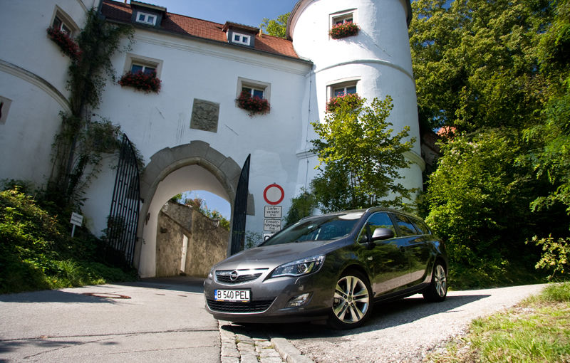 Test drive Opel Astra Sports Tourer (2010-2012)