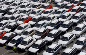 Guvernul a suspendat taxa auto pentru automobilele înscrise deja în România