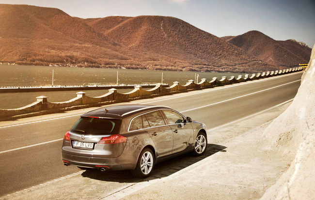 Test drive Opel Insignia Sports Tourer (2008-2013)