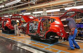 Nissan va produce în Anglia un model compact, rival al lui Golf şi Focus