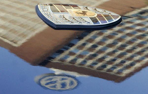 Volkswagen cumpără în sfârşit Porsche: 4.46 miliarde de euro pentru 50.1% - Poza 1