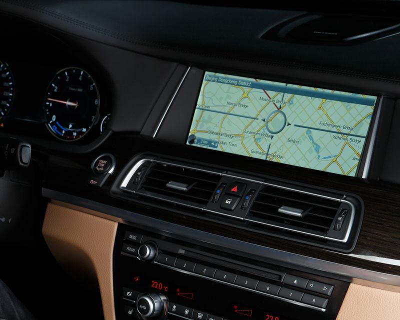 BMW inovează: internet 4G, navigaţia tactilă 3D şi dictarea SMS-urilor - Poza 8
