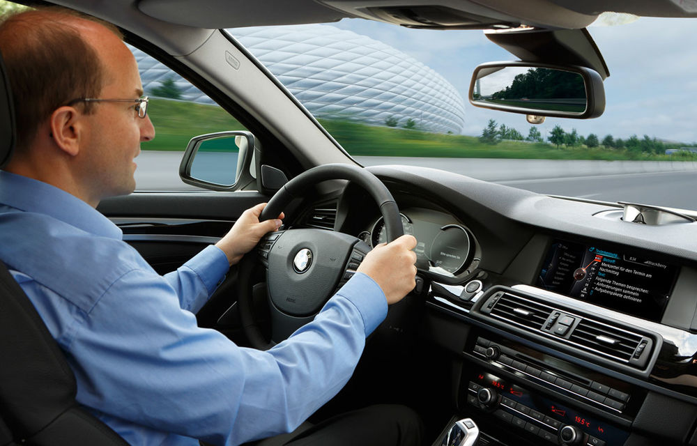 BMW inovează: internet 4G, navigaţia tactilă 3D şi dictarea SMS-urilor - Poza 1