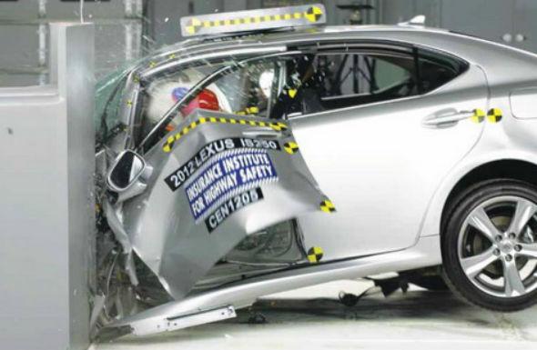 Mercedes, Lexus şi Audi au obţinut rezultate slabe la noul test de siguranţă al institutului american IIHS - Poza 1