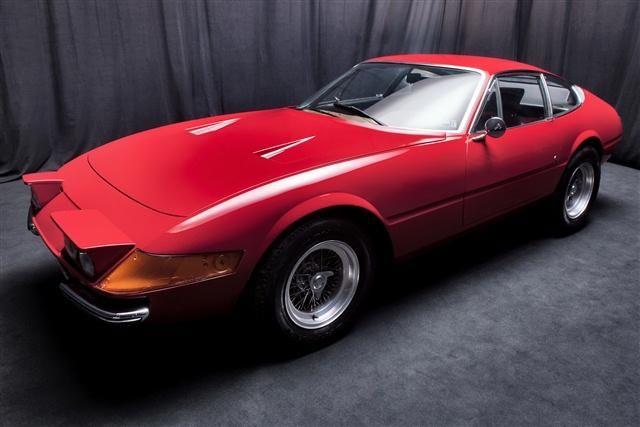 O bancă olandeză pune sechestru pe un depozit în care se aflau 12 Ferrari de colecţie - Poza 2