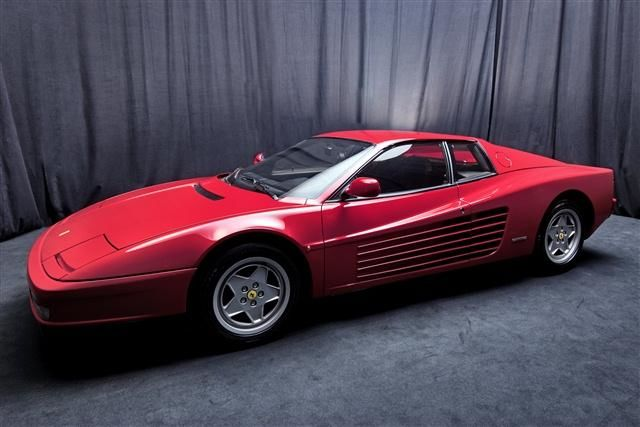 O bancă olandeză pune sechestru pe un depozit în care se aflau 12 Ferrari de colecţie - Poza 4