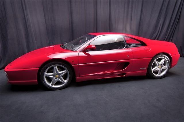 O bancă olandeză pune sechestru pe un depozit în care se aflau 12 Ferrari de colecţie - Poza 5