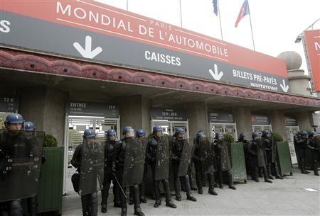 Franţa: 1.000 de salariaţi PSA au protestat la Salonul Auto de la Paris - Poza 1