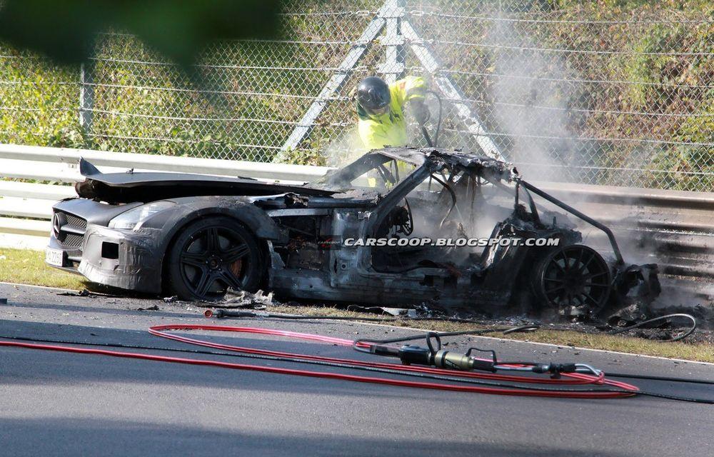 Un prototip Mercedes SLS AMG Black Series, incendiat pe Nurburgring - Poza 5