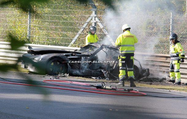 Un prototip Mercedes SLS AMG Black Series, incendiat pe Nurburgring - Poza 4