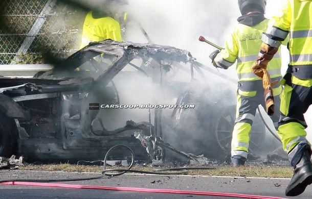 Un prototip Mercedes SLS AMG Black Series, incendiat pe Nurburgring - Poza 12