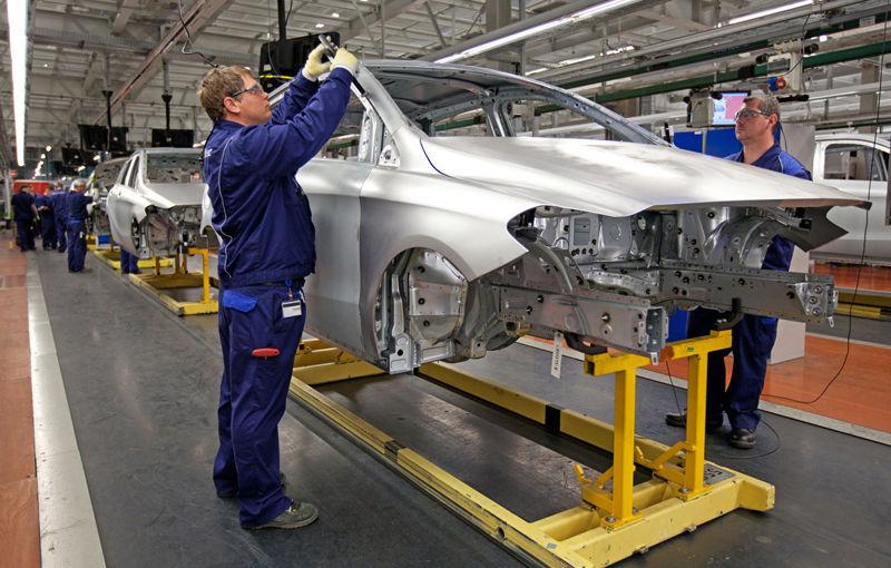 Probleme în industria auto europeană: Volvo, Daimler, Fiat şi Renault anunţă măsuri - Poza 1