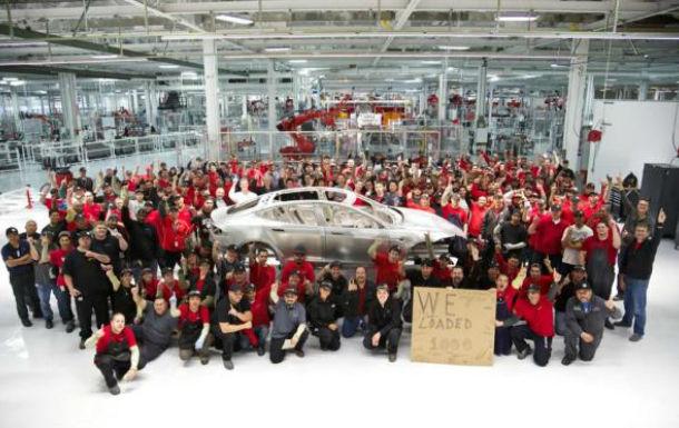 Tesla aniversează producţia a 1.000 unităţi Model S - Poza 1