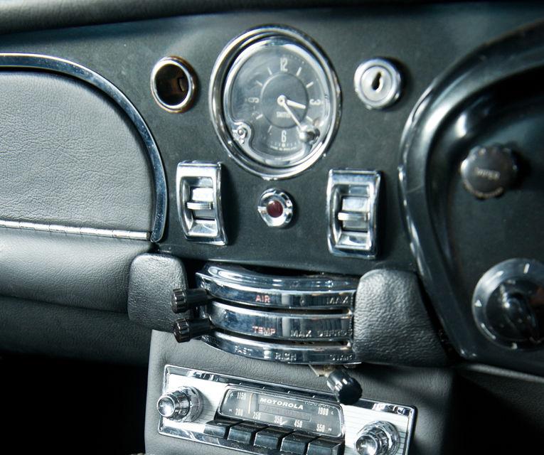 Aston Martin DB5 deținut de Paul McCartney vândut la licitație pentru 307.000 lire sterline - Poza 15