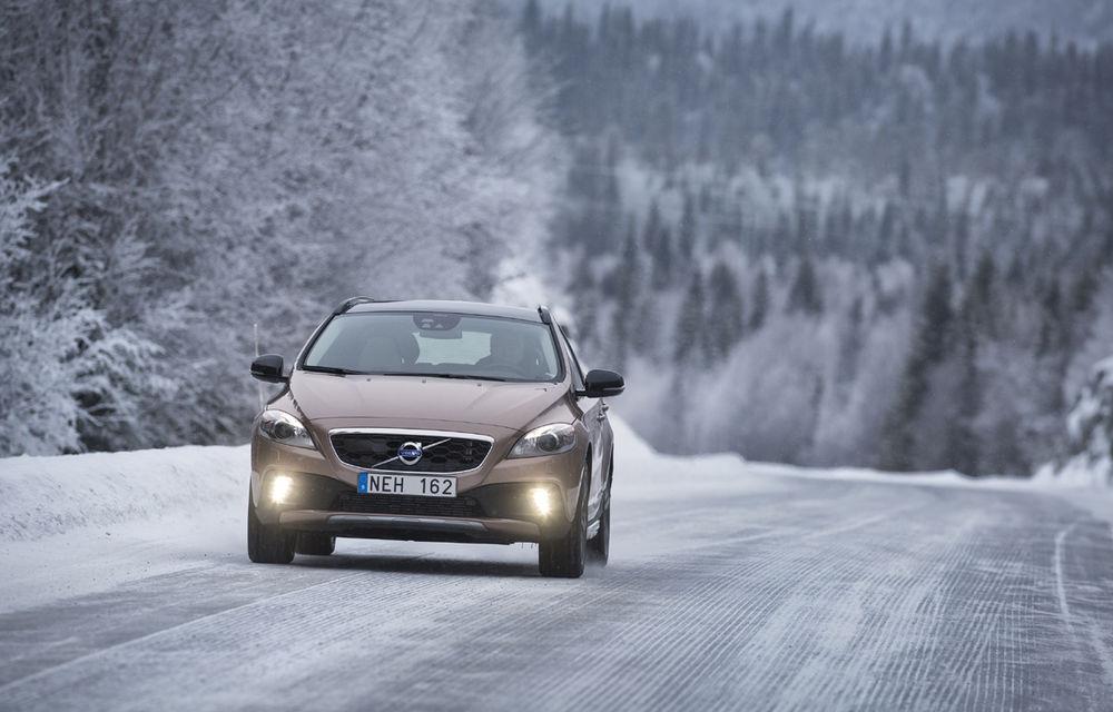 Volvo lansează noi variante ale modelul V40 - Poza 4