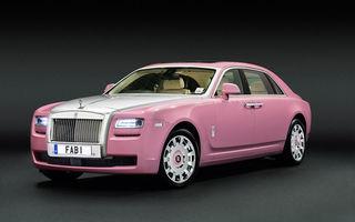 Un Rolls Royce Ghost de culoare roz luptă împotriva cancerului la sân