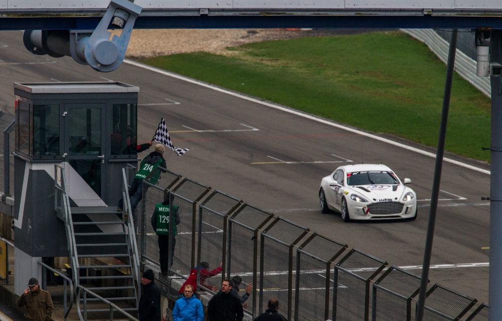 Premieră istorică pentru Aston Martin: Primul vehicul alimentat cu hidrogen care parcurge Nurburgring-ul - Poza 2