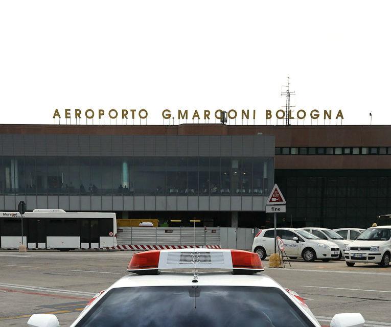 "Lamborghini Aventador îşi ia un ""job"" temporar la Aeroportul din Bologna - Poza 3"