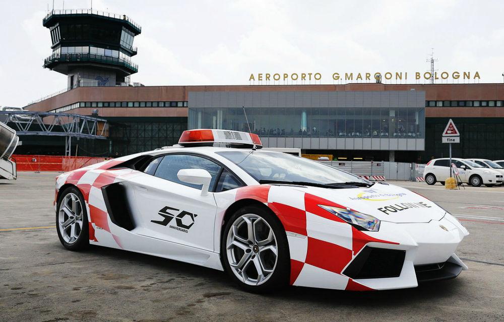 "Lamborghini Aventador îşi ia un ""job"" temporar la Aeroportul din Bologna - Poza 1"