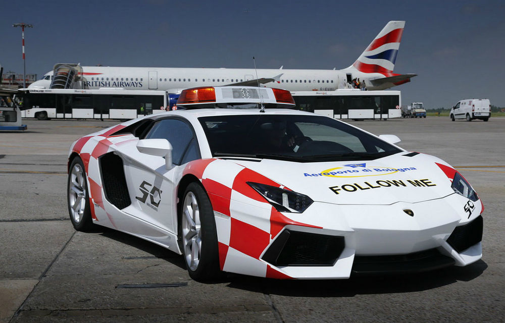 "Lamborghini Aventador îşi ia un ""job"" temporar la Aeroportul din Bologna - Poza 2"