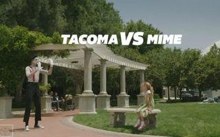 4xVIDEO: Toyota îşi promovează pick-up-ul Tacoma cu umor inteligent