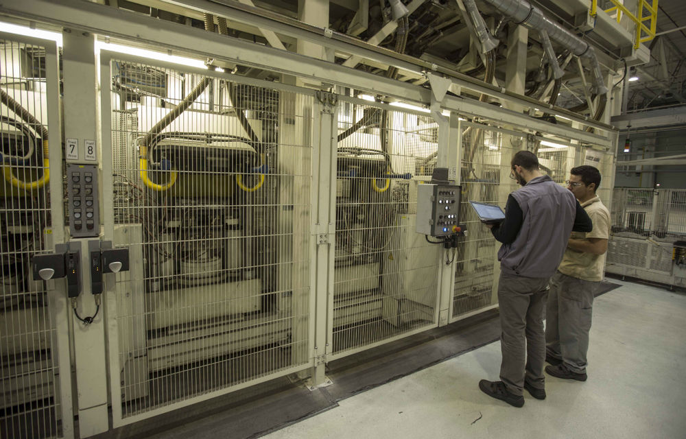 Honeywell fabrică la Ploieşti plăcuţe de frână pentru grupurile VW şi PSA - Poza 15